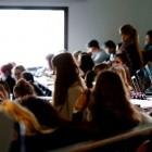 Homeoffice: Online-Lehre in Coronapandemie belastet Studierende
