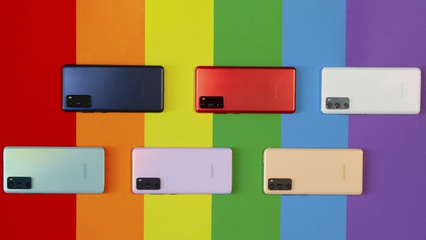 Das Galaxy S20 FE in den sechs verfügbaren Farben