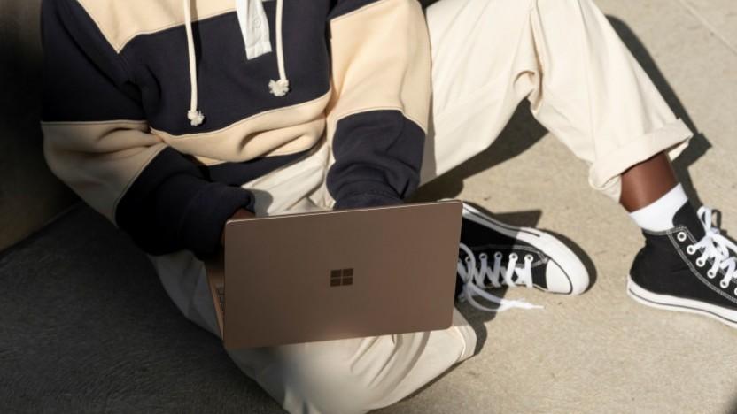 Der Surface Laptop Go ist kleiner als das Vorbild.