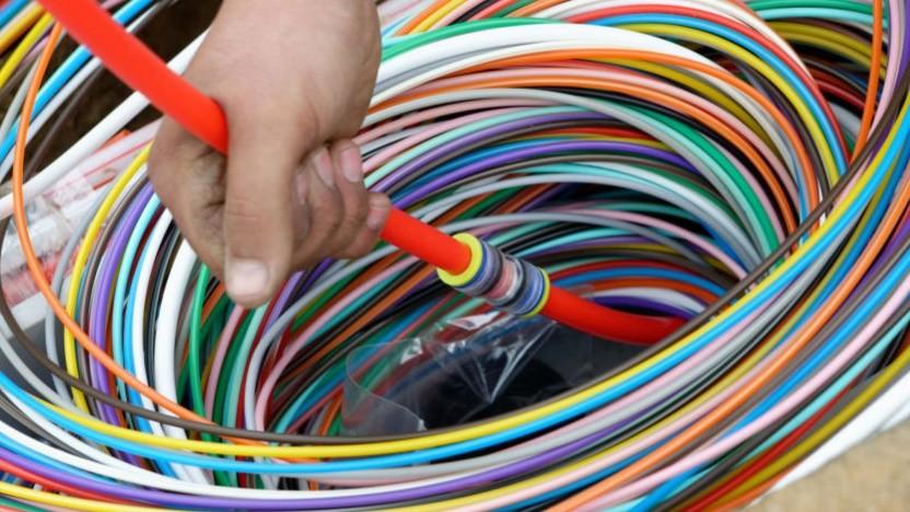 Glasfaser: Die farbige Ummantelung erleichtert die Orientierung bei der Verlegung.
