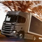 Rollende Photovoltaik: Scania testet Solarzellen-Anhänger für Lkw