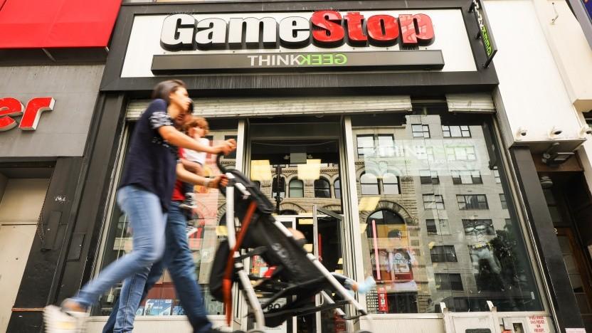 Passanten im September 2019 vor einem Gamestop in Manhattan