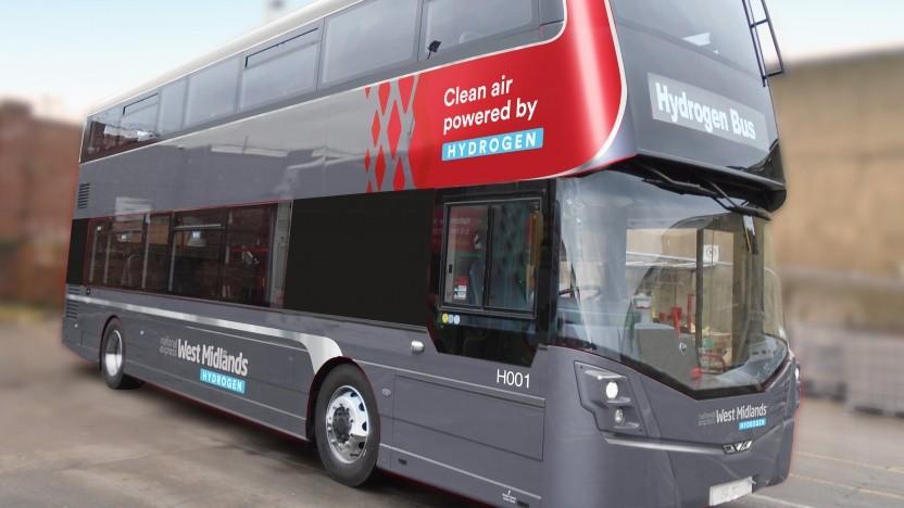 Der Wasserstoffbus in den Farben der Verkehrsbetriebe in Birmingham.