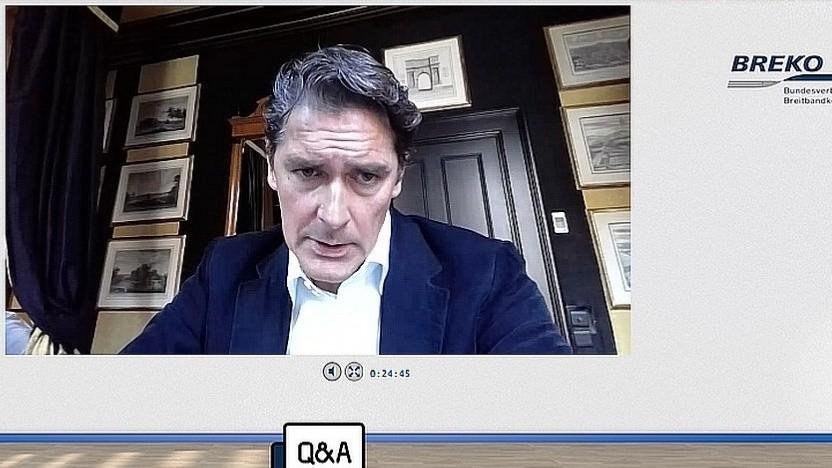 Deutsche-Glasfaser-Chef Uwe Nickl spricht auf der Fiberweek 2020