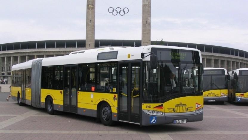 Solaris Urbino 18 Electric in den Farben der BVG