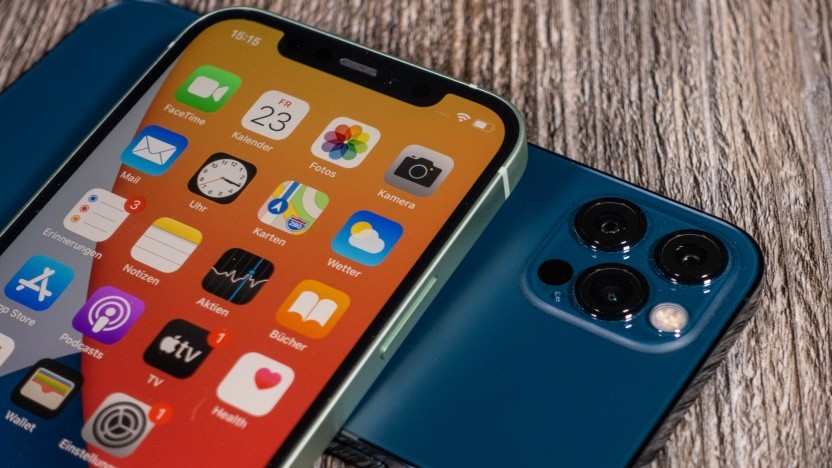 Links das iPhone 12, rechts das iPhone 12 Pro