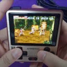 Anbernic RG280V: Mini-Retro-Konsole kann Playstation-Spiele emulieren
