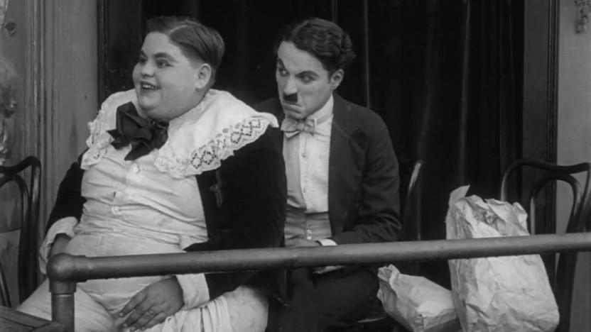 """Mehr als eine halbe Million Filme mit unendlich viel Zusatzmaterial bietet IMDb, unter anderem dieses Standbild aus Charlie Chaplins """"Eine Nacht im Varieté""""."""