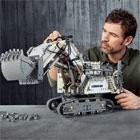 Anzeige: Der LEGO-Technic-Bagger räumt den Stress aus dem Büro