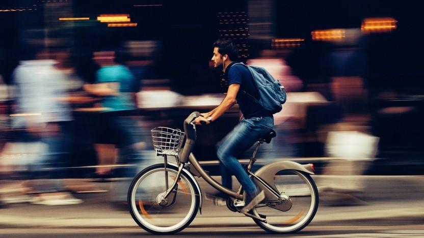 E-Bike-Fahrer in der Stadt (Symbolbild)