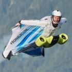 Peter Salzmann: Elektrischer Wingsuit erreicht 300 km/h