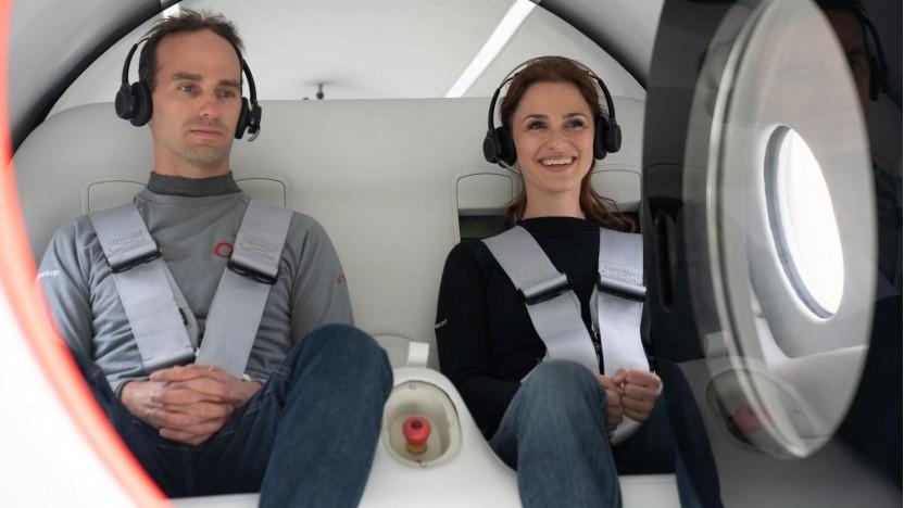 Sara Luchian und Josh Giegel in der Kapsel von Virgin Hyperloop: nur 172 km/h