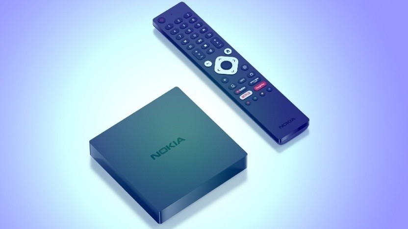 Nokia Streaming Box 8000 hat viele Anschlüsse und eine Fernbedienung mit vielen Tasten.
