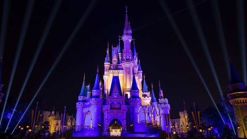 Die Coronapandemie setzt Disney weiter zu.