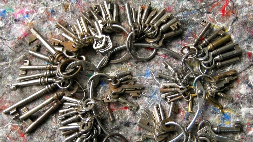 Bei Software-DRM-Systemen müssen die privaten Schlüssel irgendwie mit ausgeliefert werden.