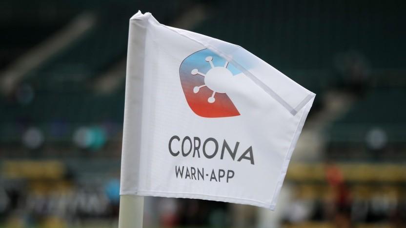 Werbung für die Corona-App bei einem Bundesligaspiel