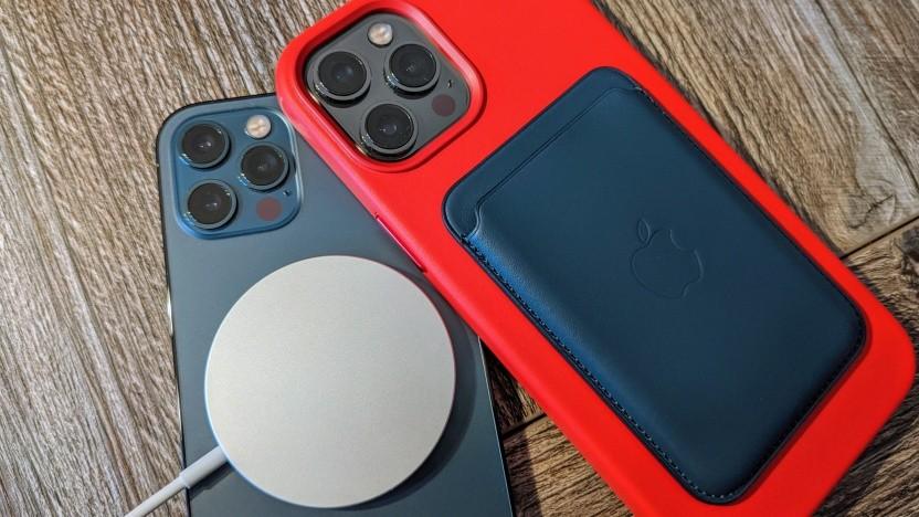 Magsafe-Zubehör an einem iPhone 12 Pro und 12 Pro Max