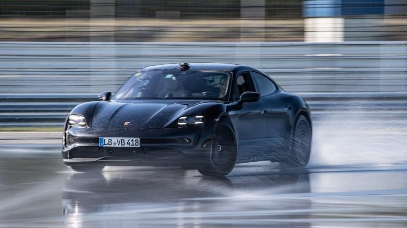 Porsche Taycan auf dem Rundkurs