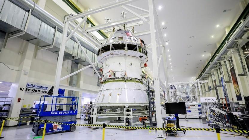 Raumfahrzeug Orion bei der Montage: Fliegt es mit einem fehlerhaften Bauteil?