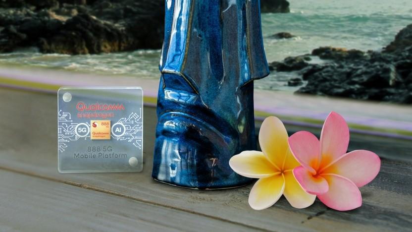 Snapdragon 888 vor Hawaii-Kulisse mit Tiki Mug