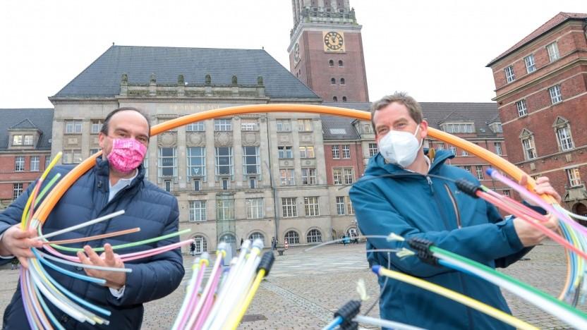 Verwickelt in Glasfaser in Kiel: Kiels Oberbürgermeister Ulf Kämpfer (rechts) und Hagen Rickmann, Chef für den Bereich Geschäftskunden der Telekom Deutschland