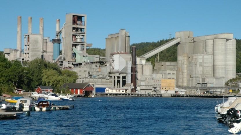 In dieser Zementfabrik im norwegischen Brevik soll die CCS-Technologie zum Einsatz kommen.