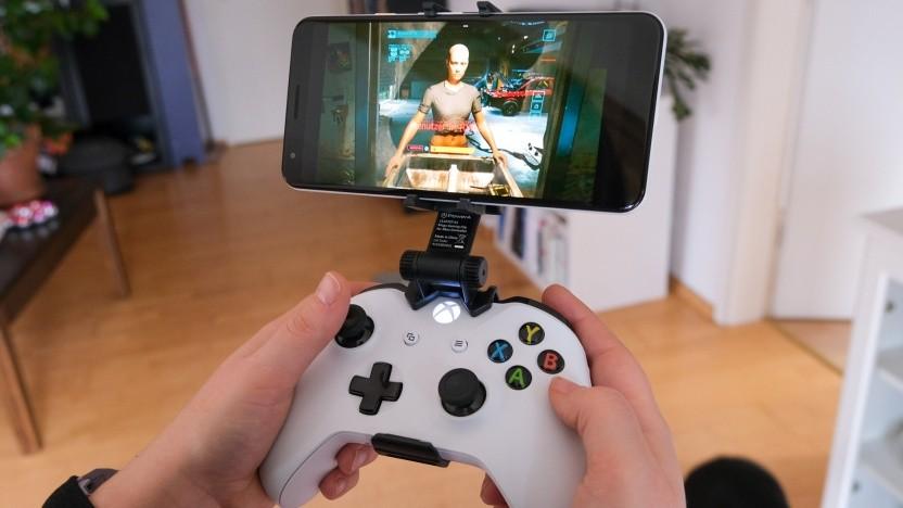Cyberpunk 2077 auf einem Google Pixel 3a XL mit Xbox-One-Gamepad