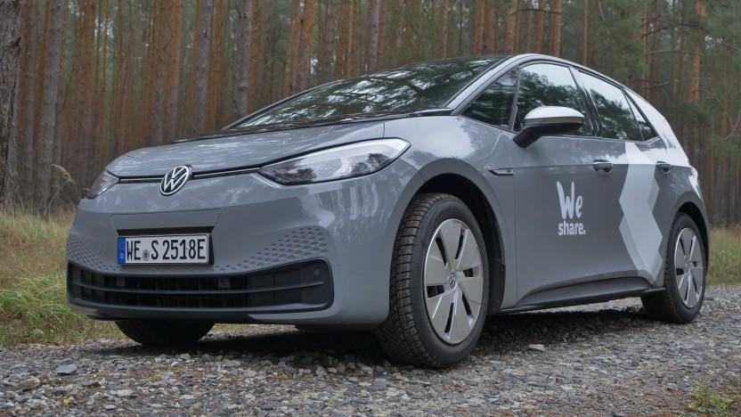 Der VW ID.3 macht auch im Tesla-Wald eine gute Figur.