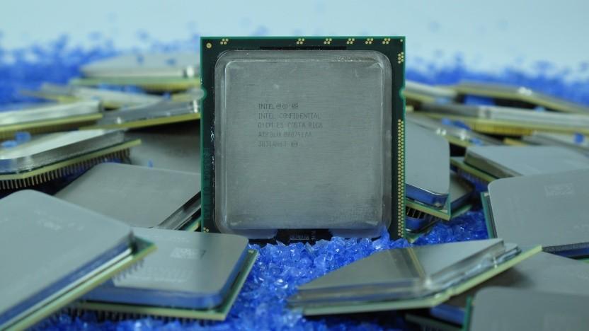 Eine Intel-CPU zusammen mit vielen anderen