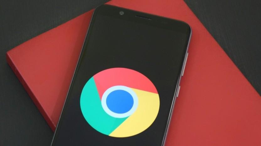 Das Logo von Googles Browser Chrome auf einem Smartphone