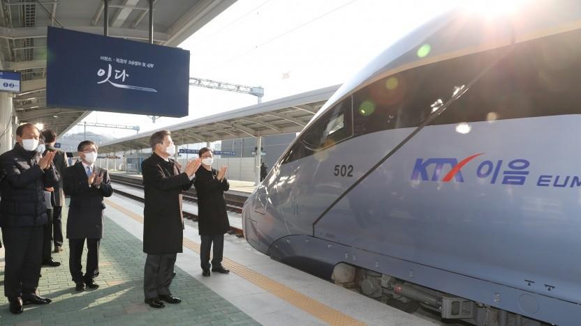 Südkoreas Präsident Moon Jae-in bei der offiziellen Einweihung des KTX-Eum