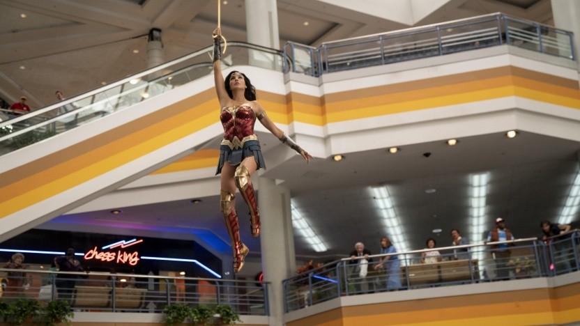 Ein seltener Anblick in Wonder Woman 1984: die Heldin in ihrem Kostüm