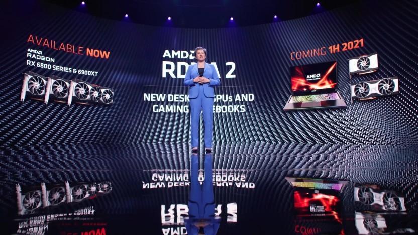 Lisa Su zeigt Radeons für Desktop und Mobile.