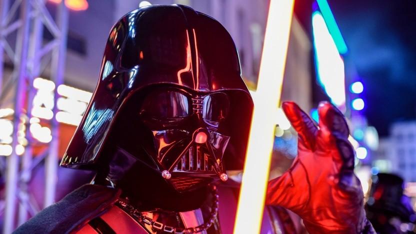 """Darth Vader bei der Europa-Premiere von """"Star Wars: The Rise of Skywalker"""" in London"""