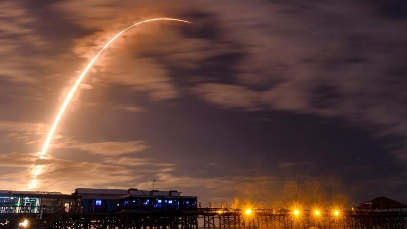 Start einer Falcon 9 mit Starlink-Satelliten an Bord