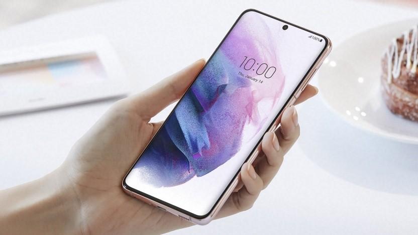 Das Galaxy S21+ gehört zu den ersten Samsung-Geräten, die ohne Netzteil und Kopfhörer ausgeliefert werden.