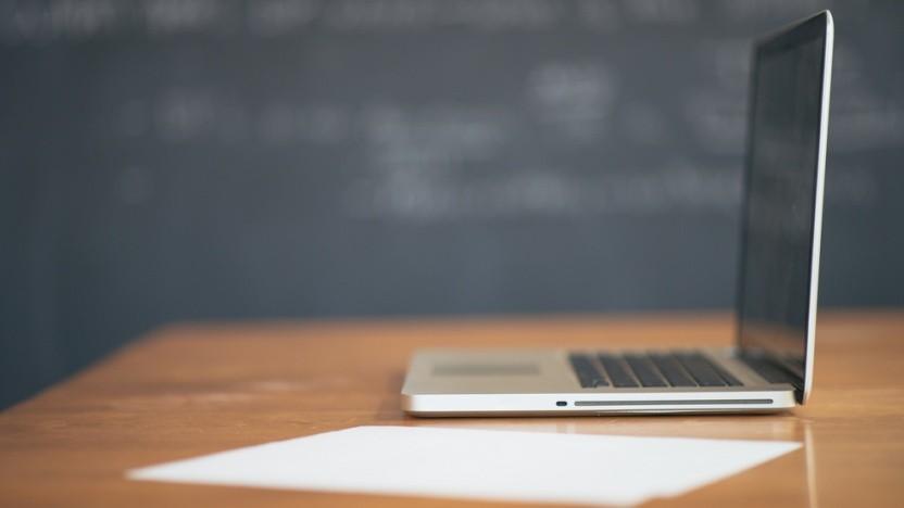 Mit der Digitalisierung an Schulen geht es nur langsam voran, in Berlin erhalten Lehrkräfte jetzt immerhin eine Mailadresse.