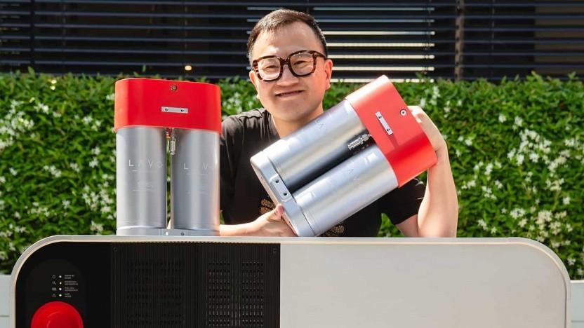 Lavo-Gründer Alan Yu mit Wasserstofftank: Der Speicher soll einen Haushalt zwei Tage lang mit Strom versorgen können.