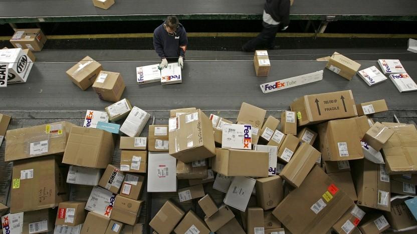 Es werden andauernd Pakete verschickt, viele gehen auch wieder zurück.
