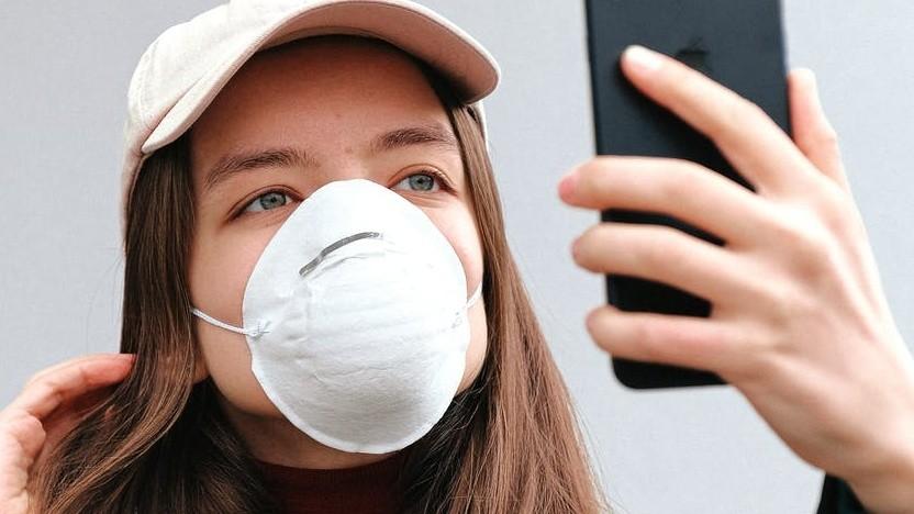 Maske und iPhone - bisher keine Freunde.