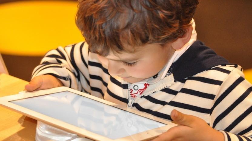 Kinder, die auf Tablets starren?
