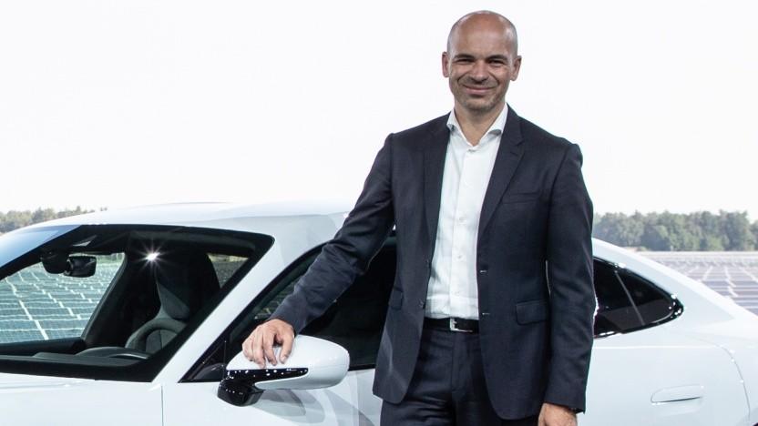 Manfred Harrer präsentiert den Taycan - und bald auch das Apple Car?