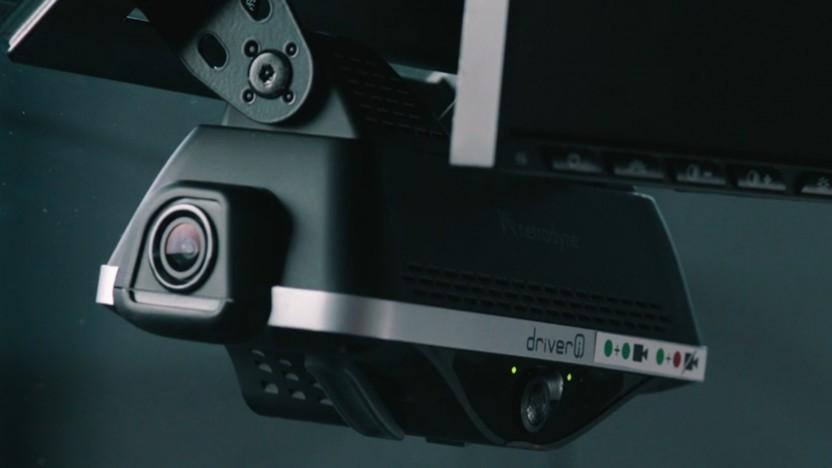 Wird an der Frontscheibe des Lieferfahrzeugs angebracht und filmt in alle Richtungen: Überwachungssystem von Netradyne