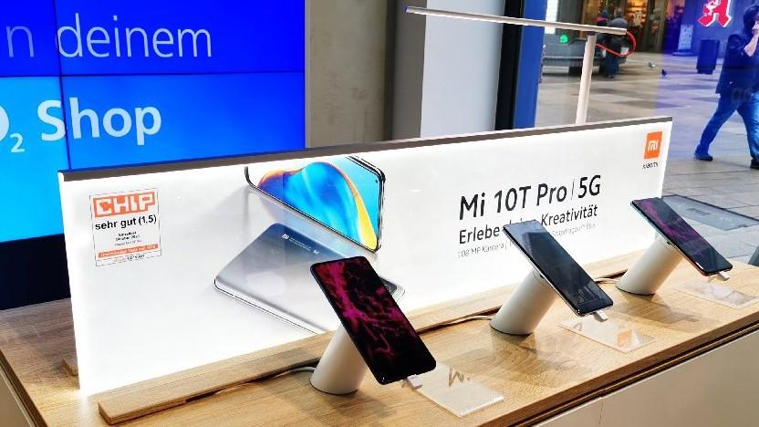 Xiaomi-Smartphones in einem O2-Laden