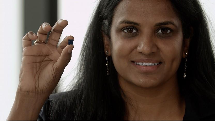 Snapdragon X65 in der Hand von Vanitha Kumar