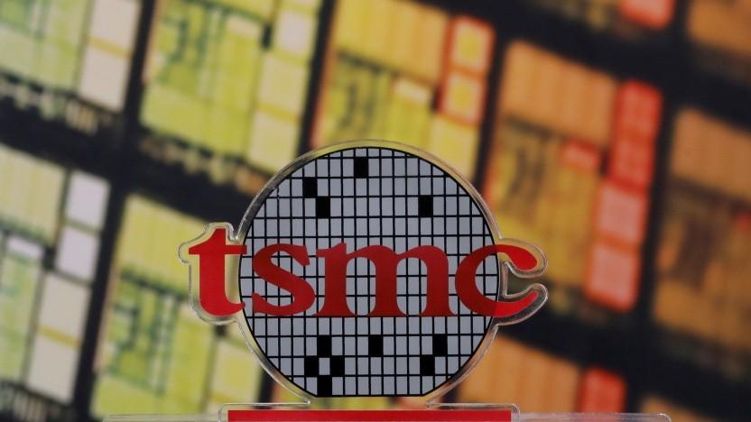 TSMC-Logo vor Wafer