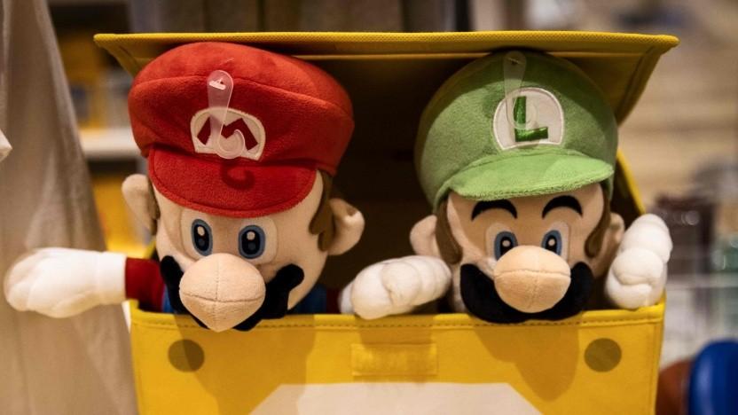 Plüschfiguren von Mario und Luigi