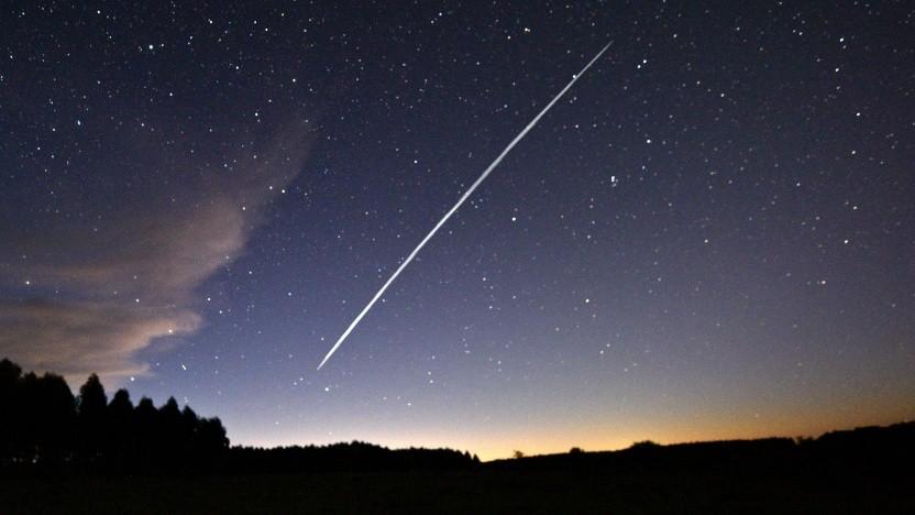 Spur einer Gruppe von Spacex-Starlink-Satelliten, am 7. Februar 2021 über Uruguay