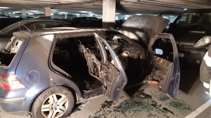Nach dem Brand eines VW Golf ist die Tiefgarage für Elektroautos gesperrt.