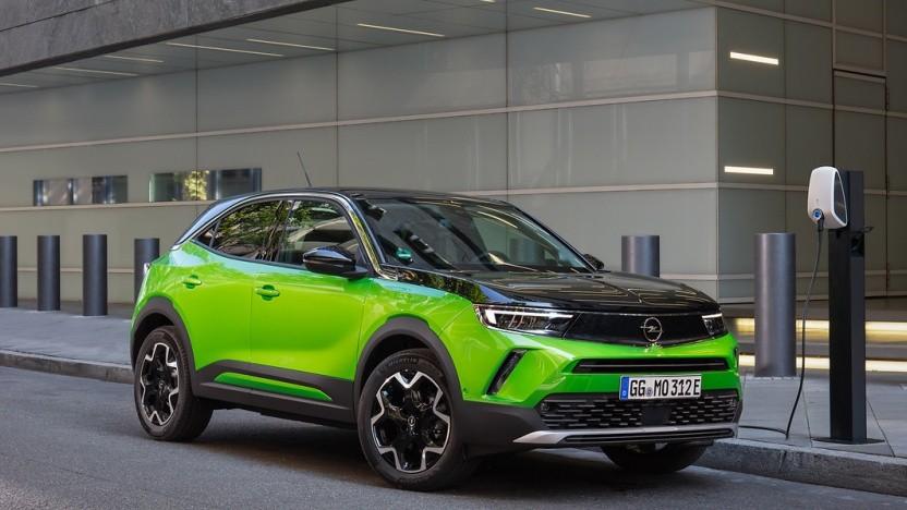 Der neue Opel Mokka-e überzeugt mit Fahrkomfort und schickem Design.